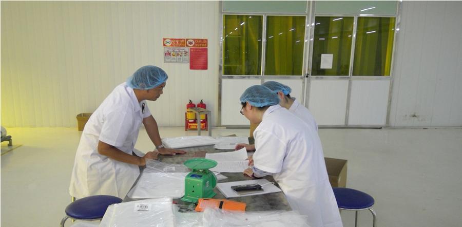 Cùng khách hàng Nhật Bản kiểm tra sản phẩm túi Kikakutai